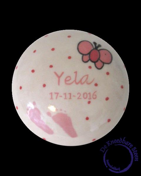 Baby urn voor Yela