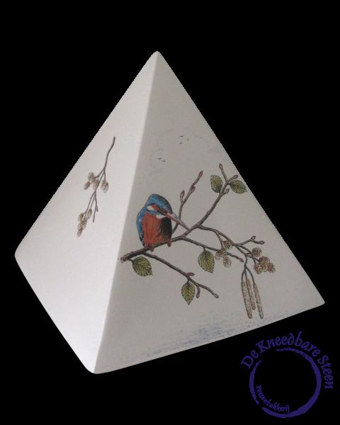 Piramide urn met ijsvogeltje