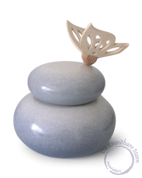 Urn met houten vlinder* kleuren nevel grijs