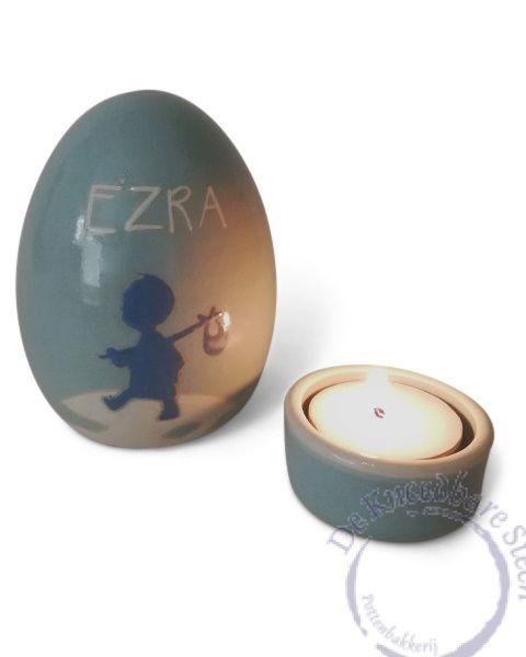 Baby urn voor Ezra