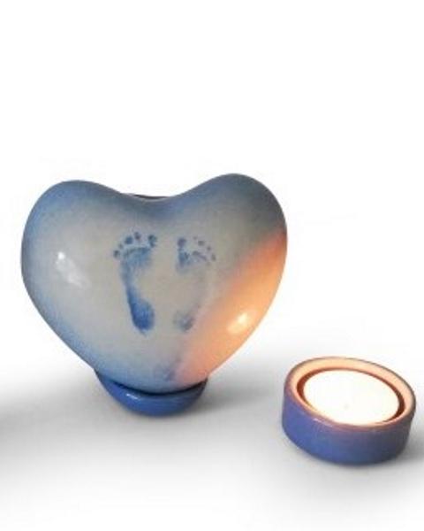 Baby urn staand hartje met voetafdrukjes